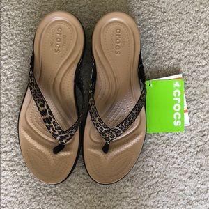 b9a38e04a79f CROCS Shoes - Crocs Flip Flops Capri V in leopard print size 10